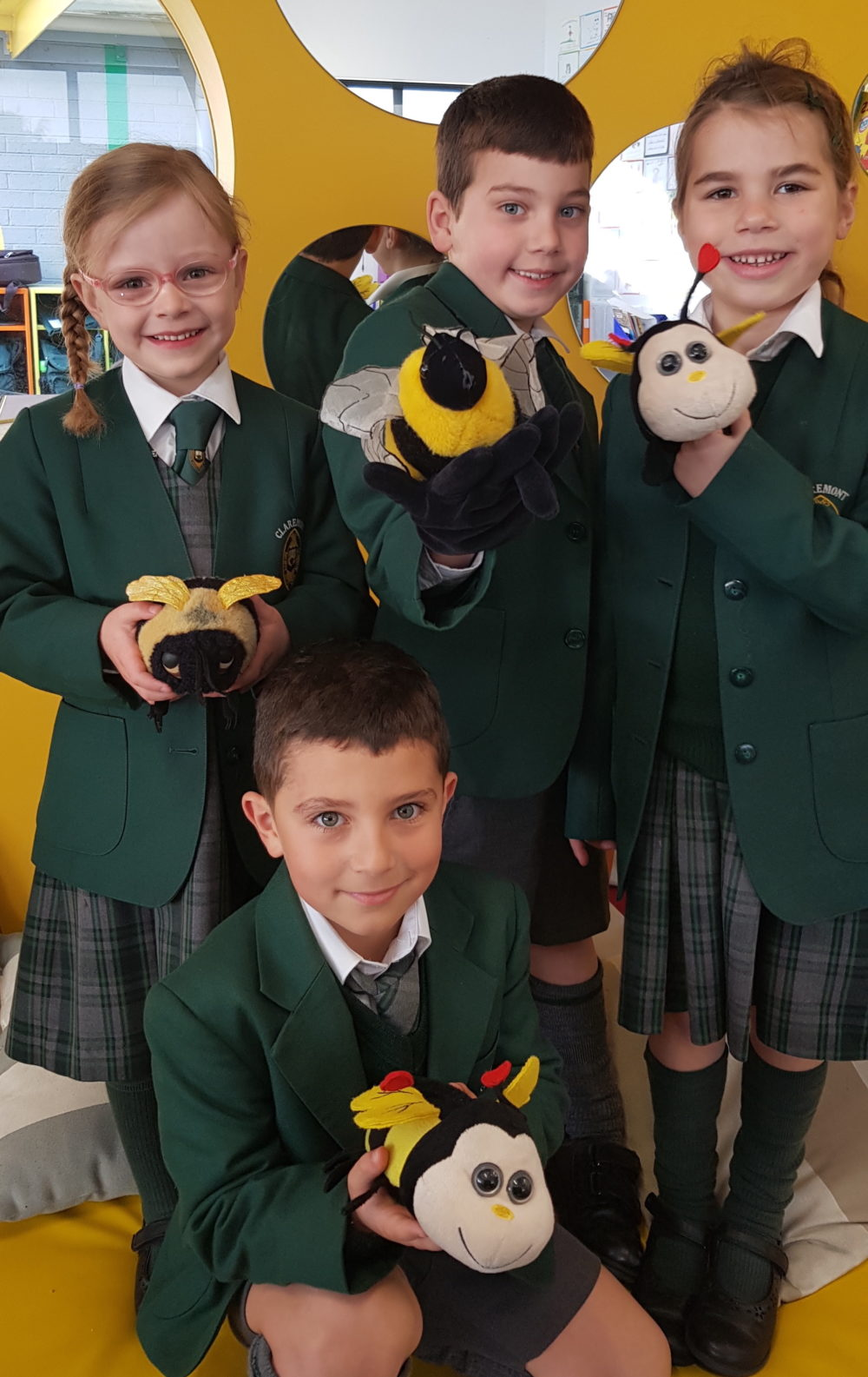 Year-1-kids-with-bees.jpg?mtime=20200807094514#asset:19600:midWidth