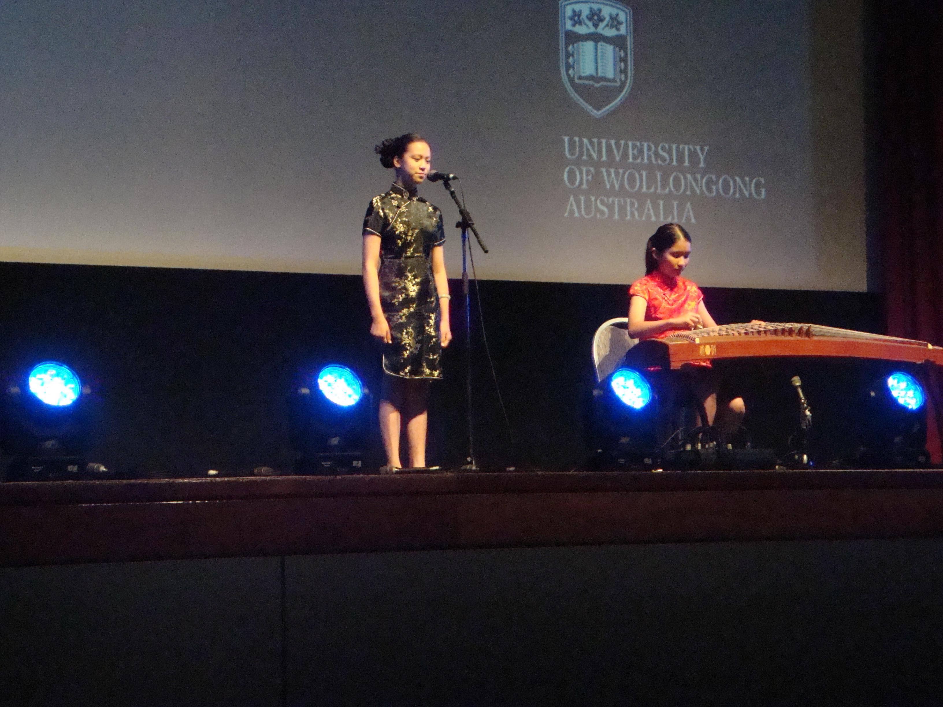 Xia Lian Wilson and Shin Yi Au Yeong performing Mo Li Hua (Jasmine Flower)