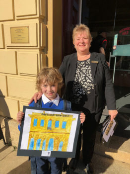 03 Vlc Yr 2 Nicholas Jarvis Gives His Painting Of Beechworth Gold The Old Bank Of Victoria To Debbie