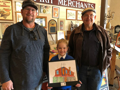 10 Vlc Yr 2 Addison Wrennall Gives Her Painting Of The Beechworth Gallery To Xxxxx And Xxxxx